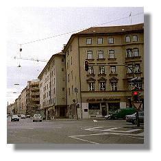 [Foto:muenchen-cafe-am-hochhaus.jpg]